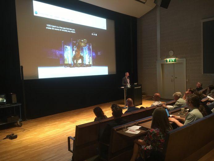Pelle Snickars var moderator under dagen och håller här en presentation om 3D-tekniken och forskningsprojektet Digitala modeller.